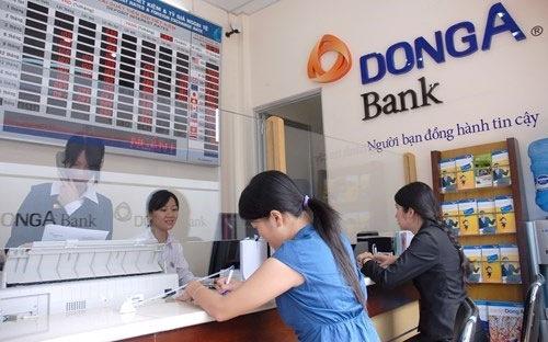 Giao dịch tại DongA Bank.